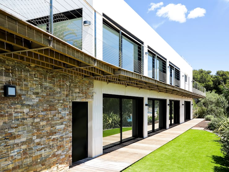 Villa C2: Maisons de style  par frederique Legon Pyra architecte