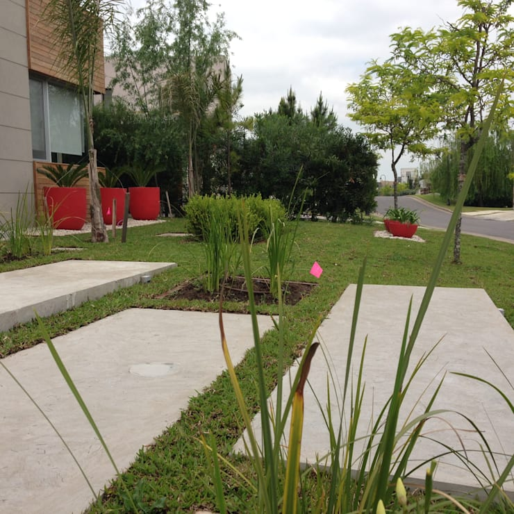 MODERN RED: Jardines de estilo  por BAIRES GREEN,Moderno