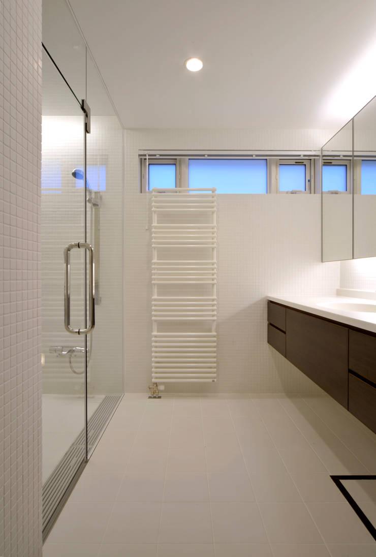 Patina House: 株式会社シーンデザイン建築設計事務所が手掛けた浴室です。