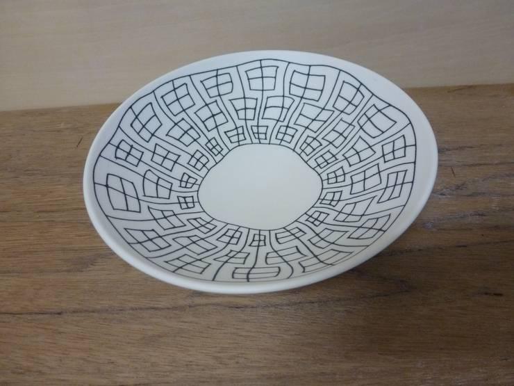 揺らぎ申つなぎ紋中鉢: 勝村顕飛が手掛けたキッチンです。,