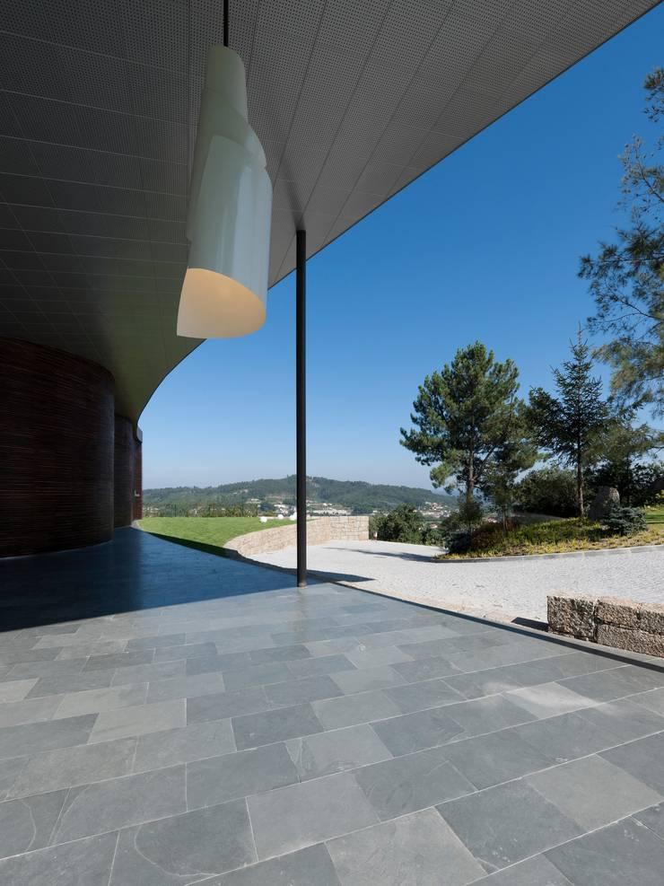 MitPenha: Casas  por Atelier fernando alves arquitecto l.da