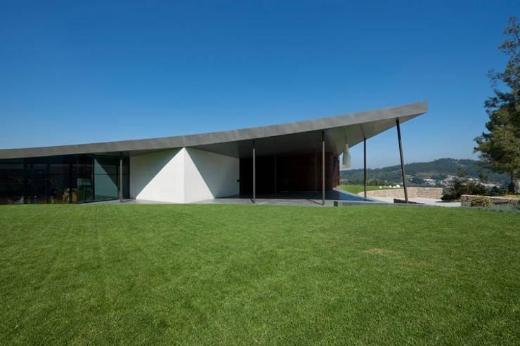 MitPenha: Escritórios e Espaços de trabalho  por Atelier fernando alves arquitecto l.da