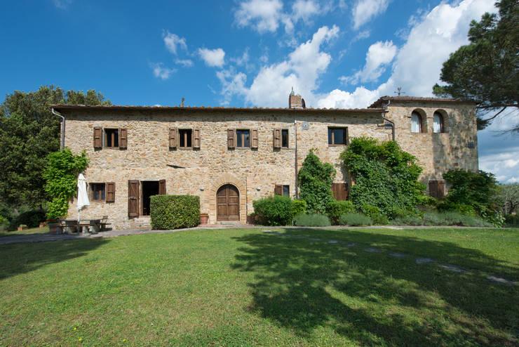 Casas de estilo moderno de Andrea Fabrizi