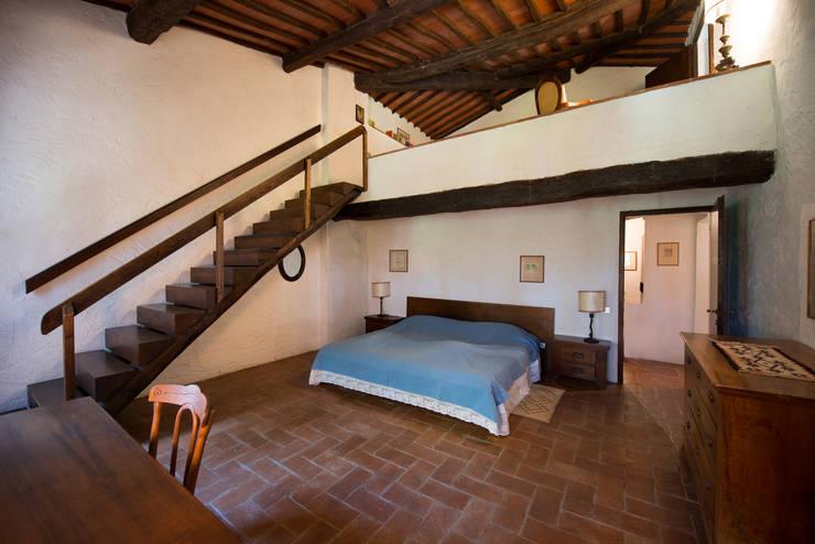 Dormitorios de estilo moderno de Andrea Fabrizi