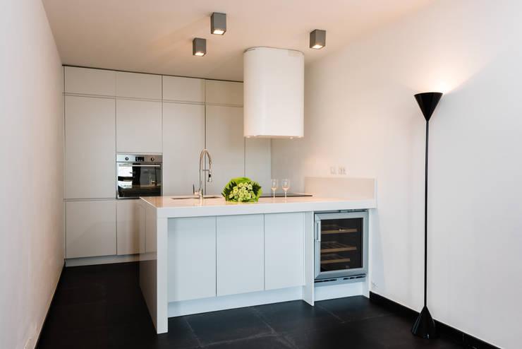 Realizzazioni: Cucina in stile  di Change Gravity Home&Style