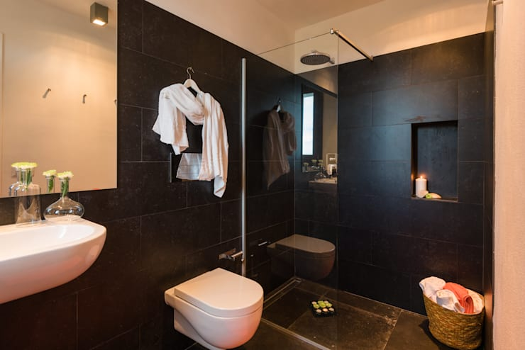 Realizzazioni: Bagno in stile  di Change Gravity Home&Style
