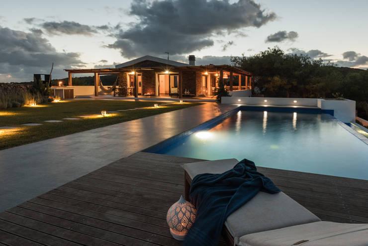 Realizzazioni: Piscina in stile  di Change Gravity Home&Style