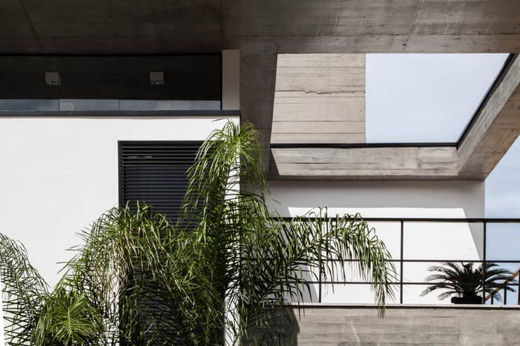 Casa E: Casas  por PJV Arquitetura