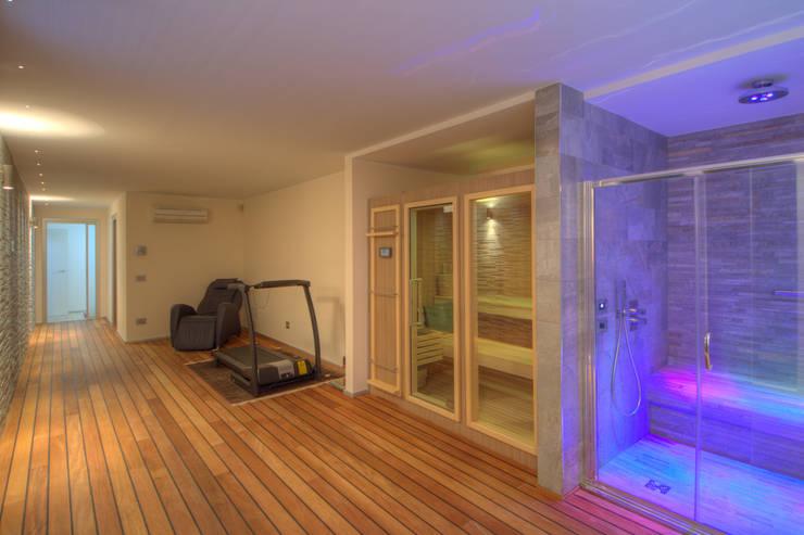 Spa de estilo moderno por Emilio Rescigno - Fotografia Immobiliare