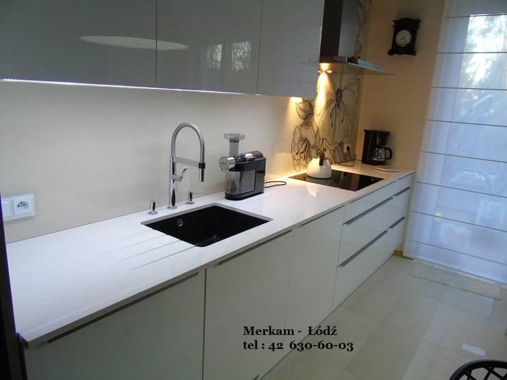 Blaty do kuchni z kwarcogranitu: styl , w kategorii Kuchnia zaprojektowany przez Merkam  - Łódź ul. Św. Jerzego 9