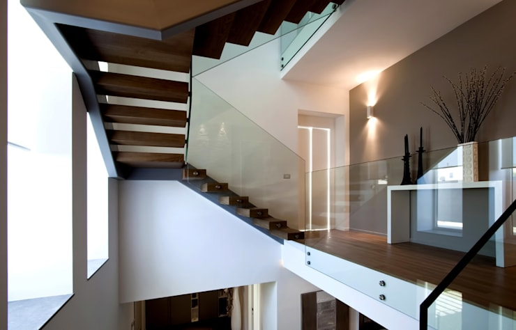 Villa LLL: Ingresso & Corridoio in stile  di Vincenzo Leggio Architetto