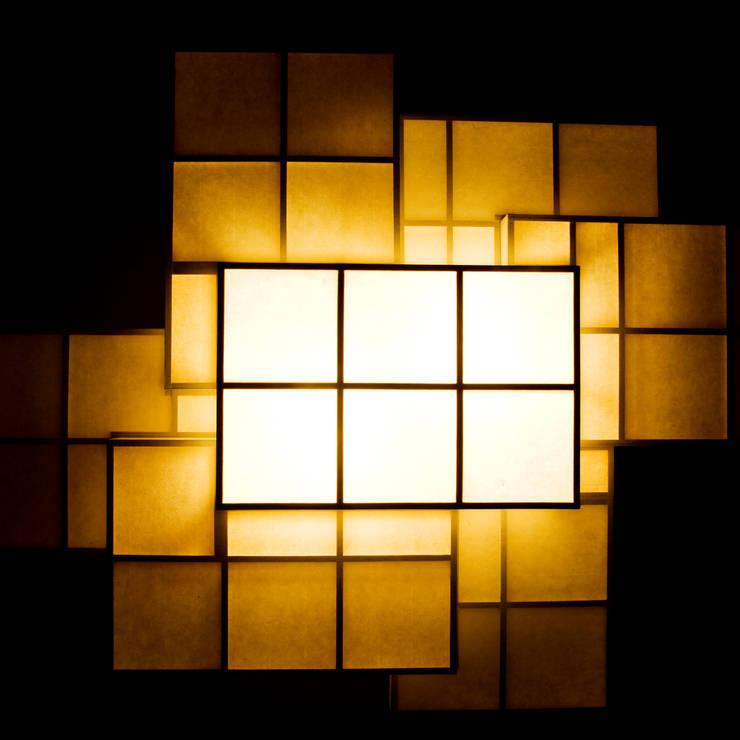 KASANEANDON PENDANT: TERAUCHI DESIGN OFFICE CO.,LTD.が手掛けたリビングルームです。