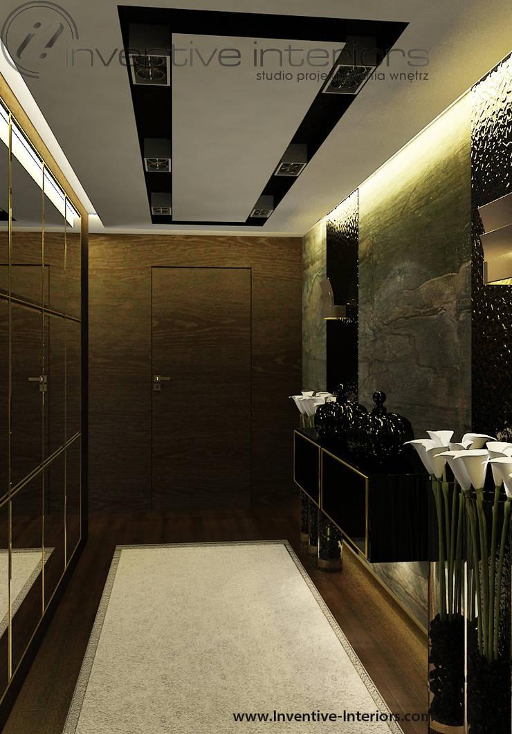 Kamień i drewno w korytarzu: styl , w kategorii Korytarz, przedpokój zaprojektowany przez Inventive Interiors