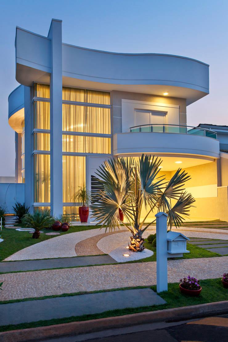 Casas de estilo  por Arquiteto Aquiles Nícolas Kílaris, Moderno Concreto