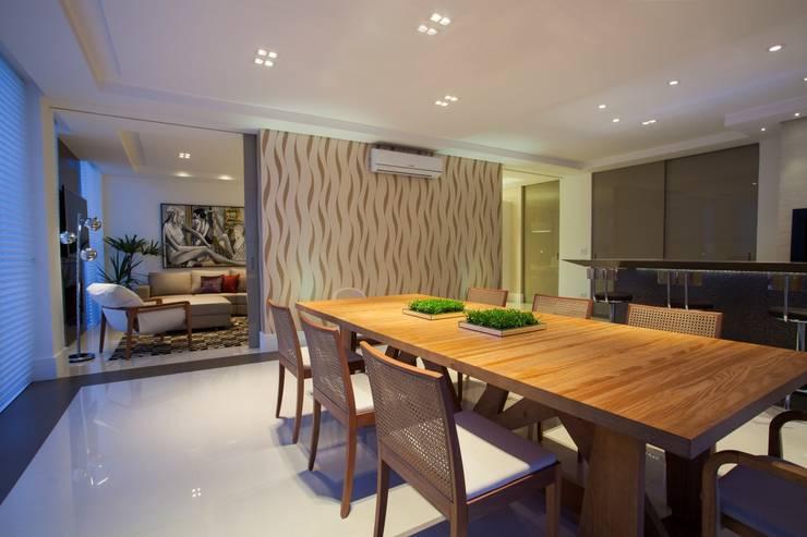 RESIDÊNCIA EM CURITIBA/PR: Salas de jantar  por LimaRamos & Arquitetos Associados,Moderno