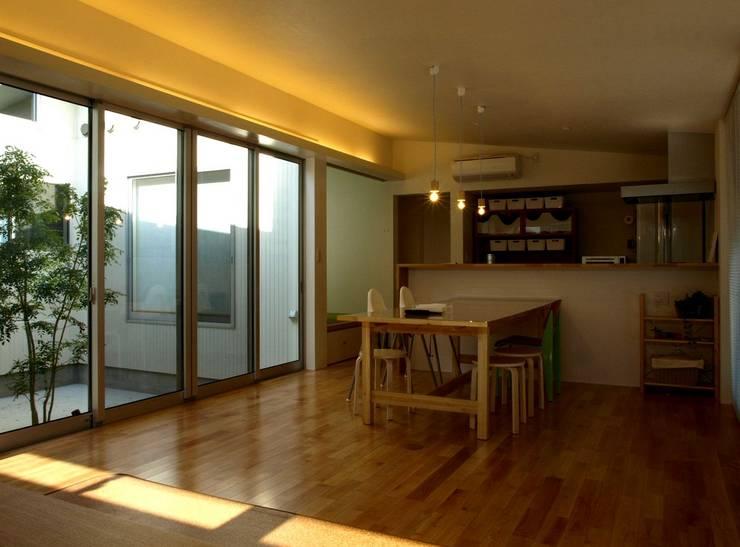 M-House: SO-DESIGN建築設計室が手掛けたリビングです。,