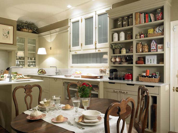 Una cocina de elegancia clásica von DEULONDER arquitectura domestica ...