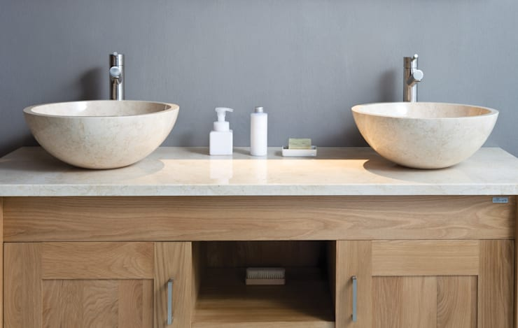 Baños de estilo rústico por Stonearth Interiors Ltd