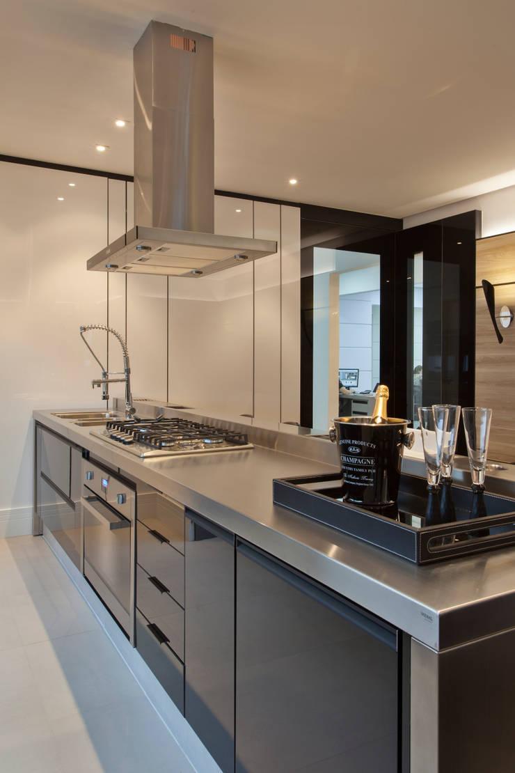 Cozinha contemporânea: Cozinha  por Studio²