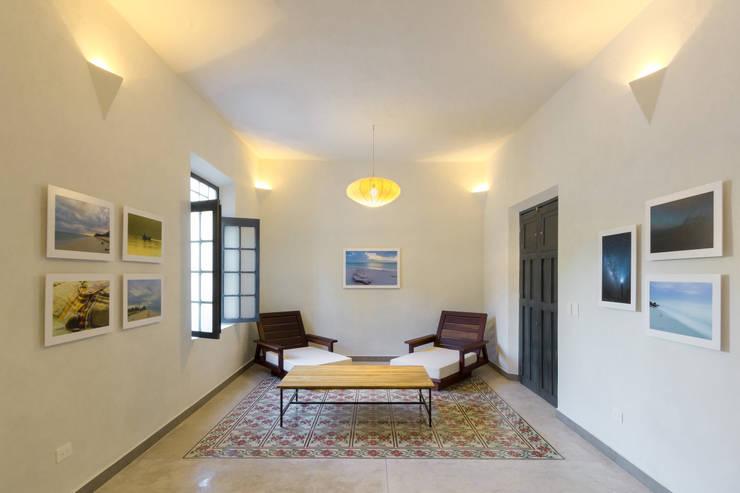 VISTA DEL ESPACIO RESTAURADO: Pasillos y recibidores de estilo  por CERVERA SÁNCHEZ ARQUITECTOS