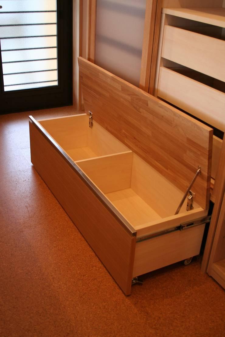 キッチン収納3: 一級建築士事務所 さくら建築設計事務所が手掛けたキッチンです。