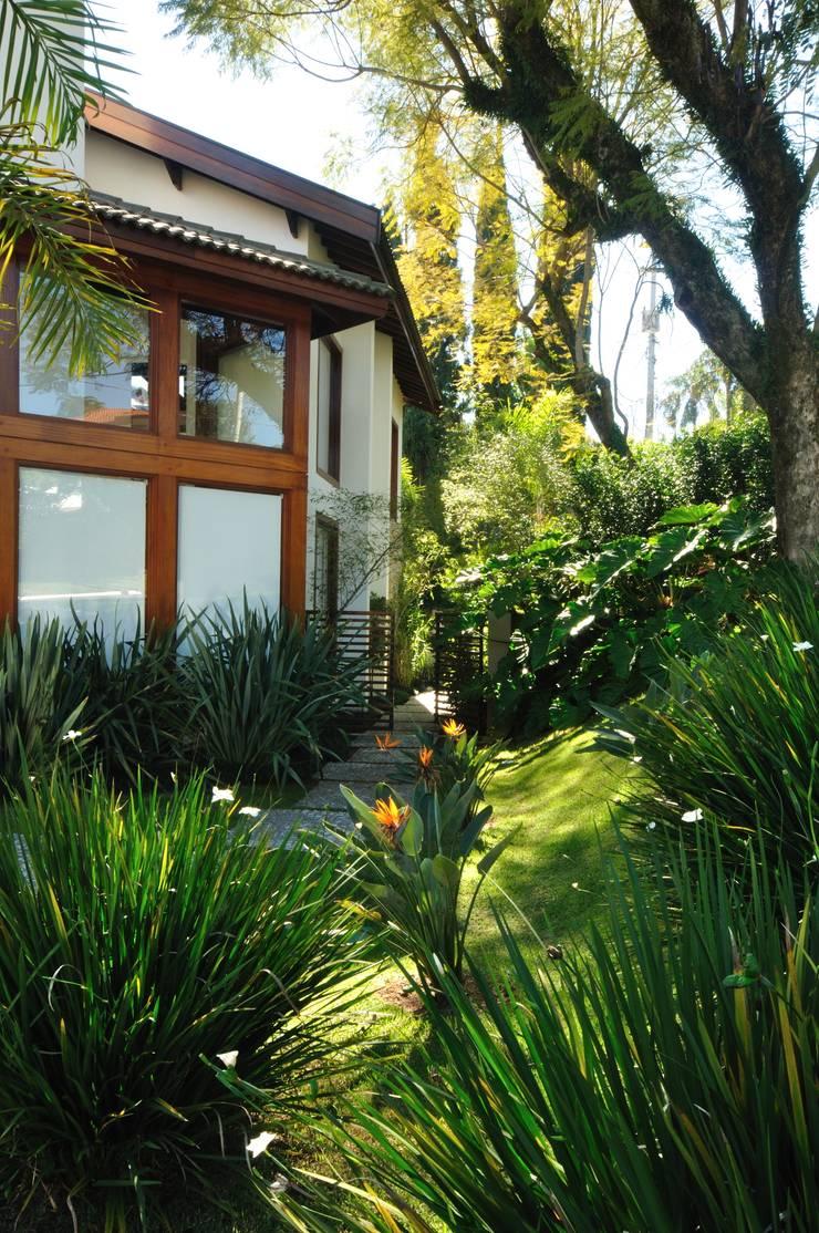Casa RB: Jardins  por alexandre galhego paisagismo