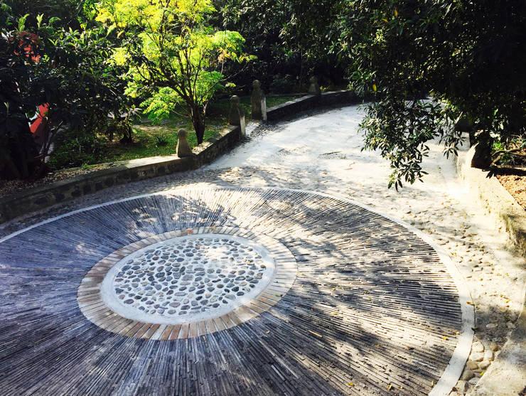 庭院 by Paisaje Radical
