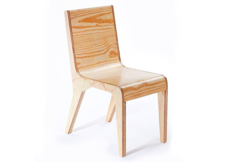 Pose Chair: Estudio de estilo  por Polígono