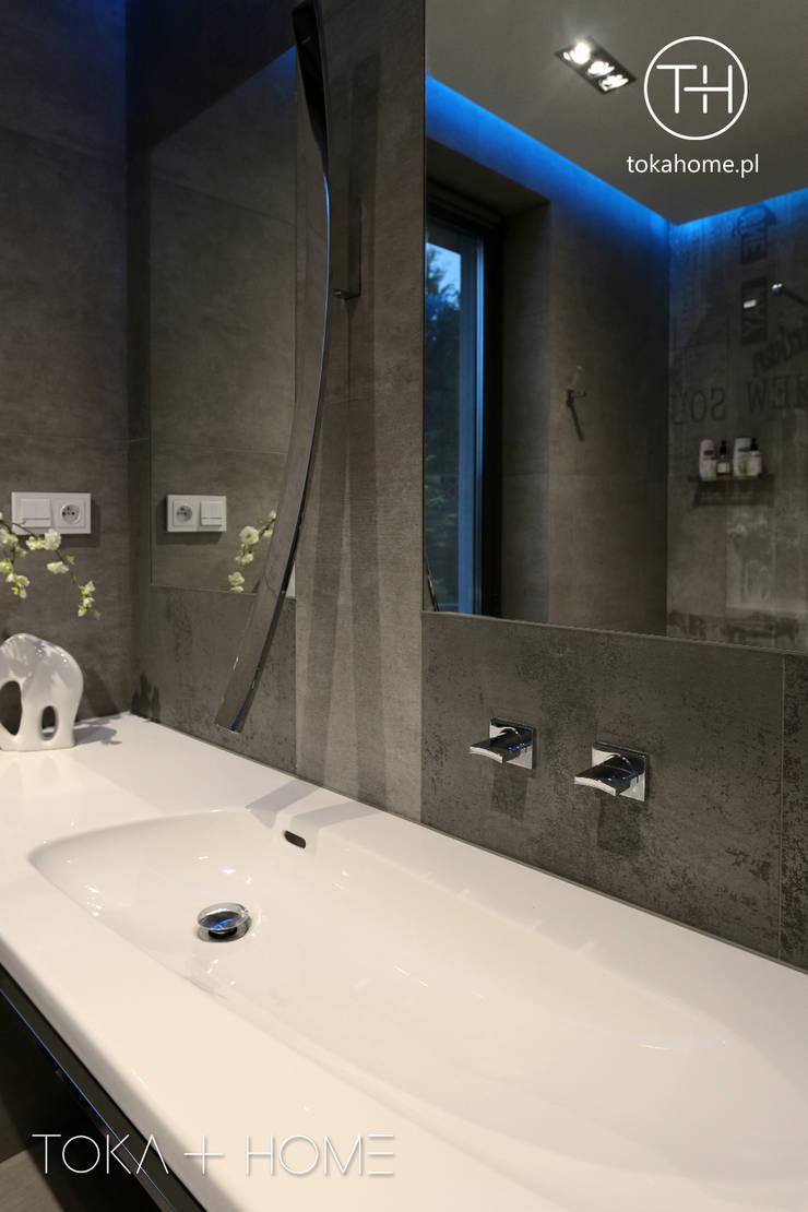 bateria umywalkowa ścienna: styl , w kategorii Łazienka zaprojektowany przez TOKA + HOME