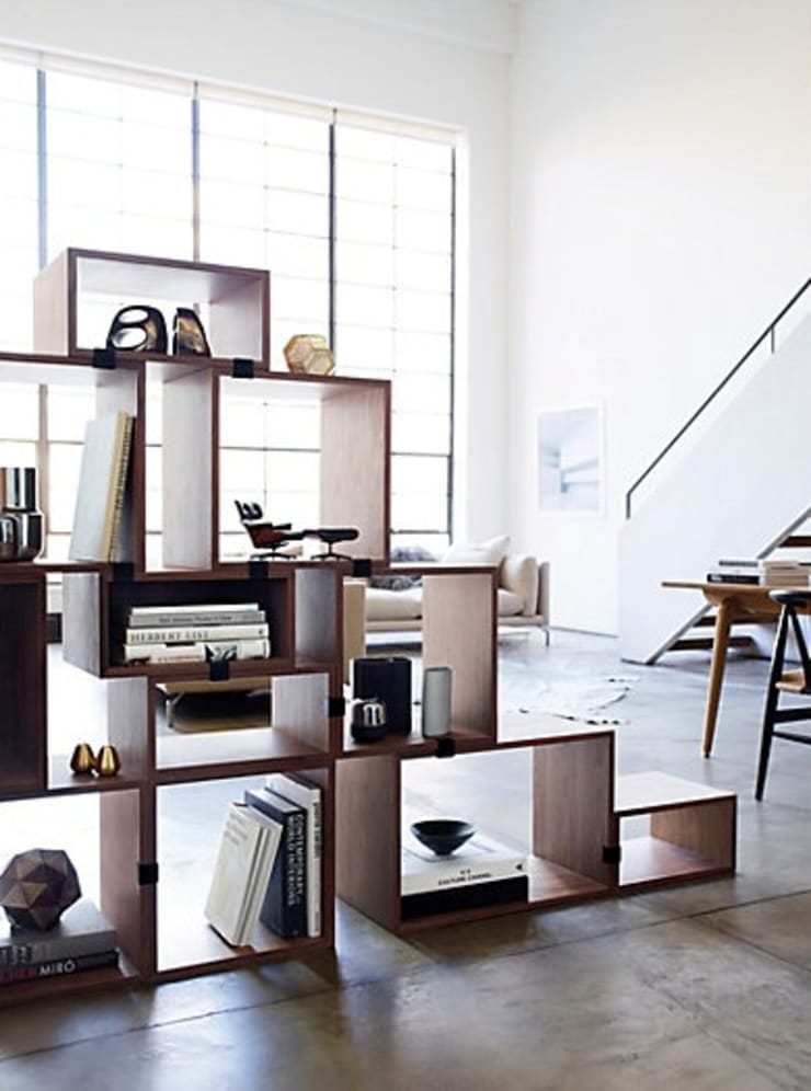 Stacked Shelving System: Hogar de estilo  por Design Within Reach Mexico