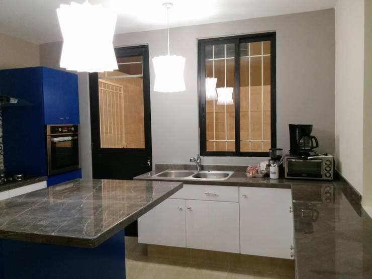 Casa Sta.Elena: Cocinas de estilo  por Constructora e Inmobiliaria Catarsis