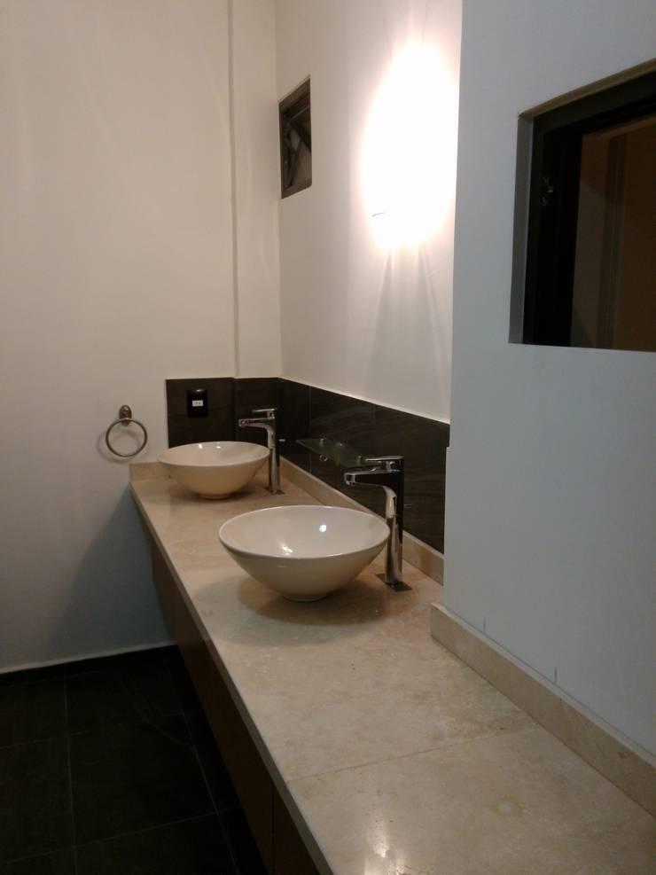 Casa Sta.Elena: Baños de estilo  por Constructora e Inmobiliaria Catarsis