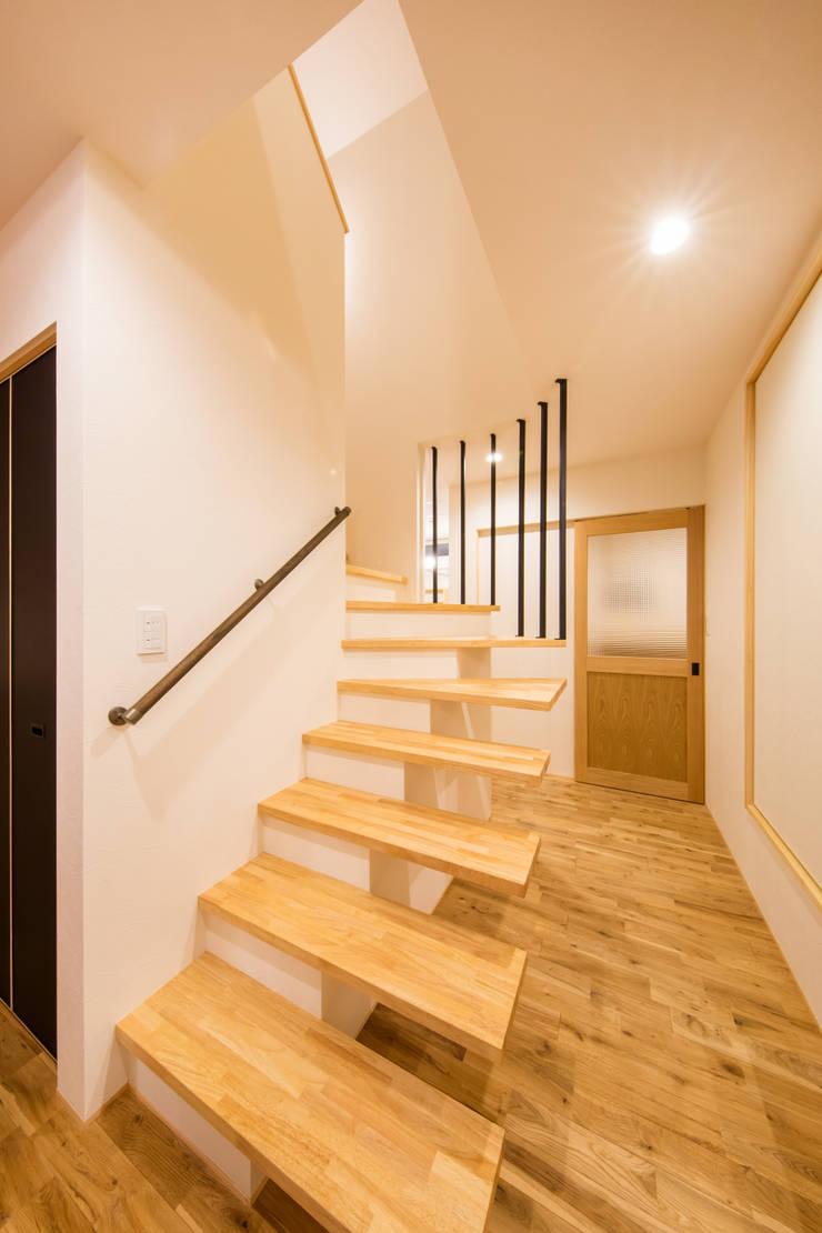 松原の家。: 株式会社ルティロワ 一級建築士事務所が手掛けた廊下 & 玄関です。