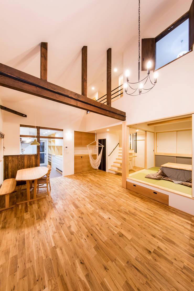 松原の家。: 株式会社ルティロワ 一級建築士事務所が手掛けたリビングです。