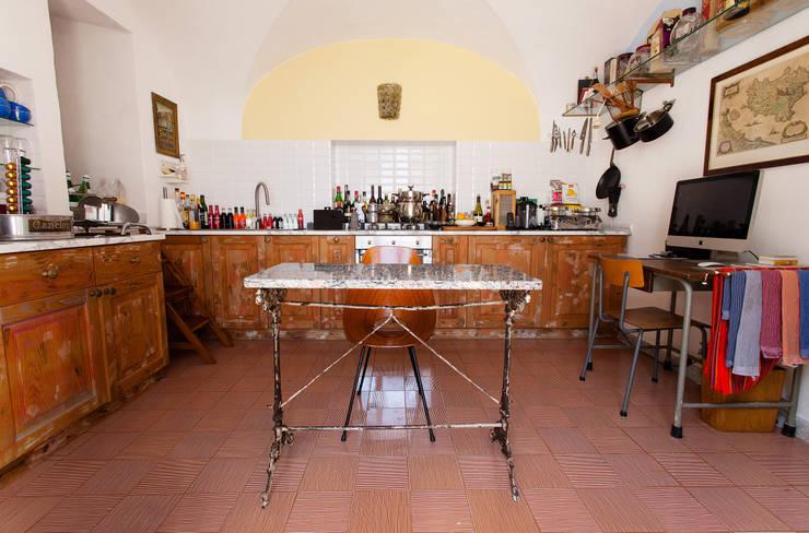 Cocina: Cocinas de estilo ecléctico de Carmé