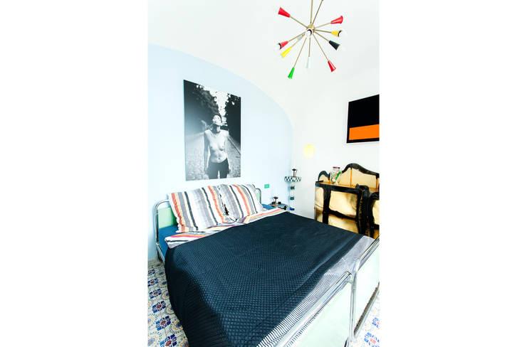 Dormitorio / Cuarto de huespedes: Dormitorios de estilo ecléctico de Carmé