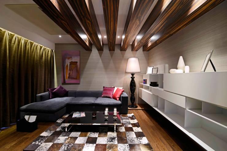 THE RIDGES - A3 VILLA:  Study/office by Aijaz Hakim Architect [AHA]