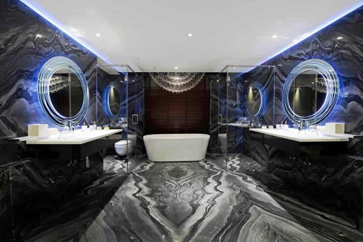 THE RIDGES - A3 VILLA:  Bathroom by Aijaz Hakim Architect [AHA]