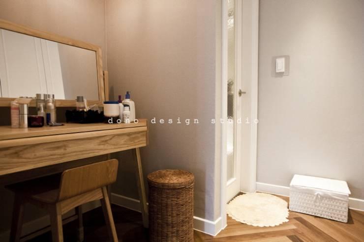 가오동 은어송 1단지 109 m2: 도노 디자인 스튜디오의  드레스 룸