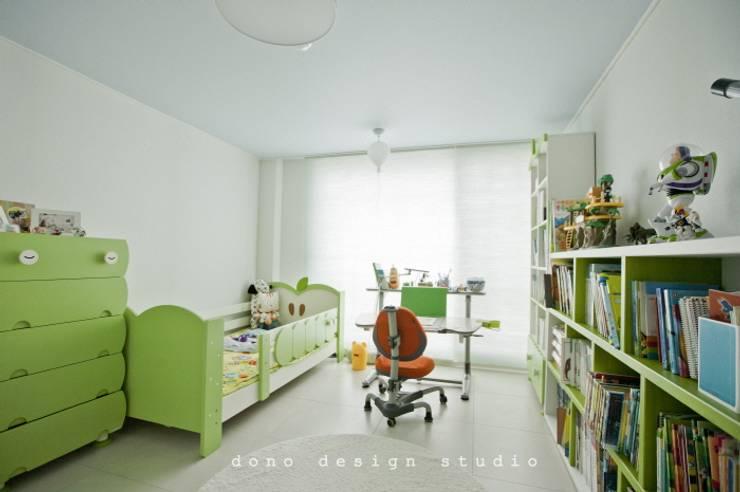 노은동 열매마을 9단지 115 M2: 도노 디자인 스튜디오의  아이방