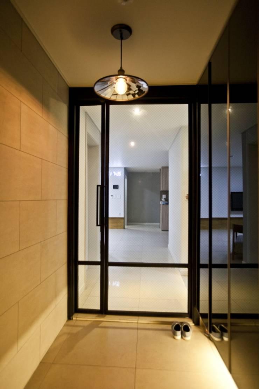 노은동 열매마을 9단지 : 도노 디자인 스튜디오의  복도 & 현관