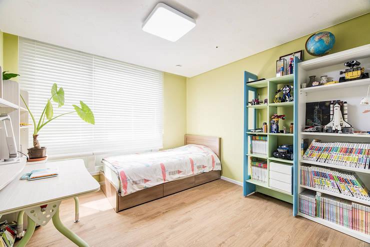 수원시 영통구 이의동 자연앤자이아파트  (48평형): 아르떼 인테리어 디자인의  침실