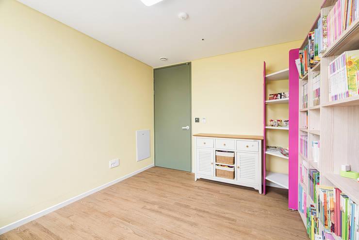 수원시 영통구 이의동 자연앤자이아파트  (48평형): 아르떼 인테리어 디자인의  아이방