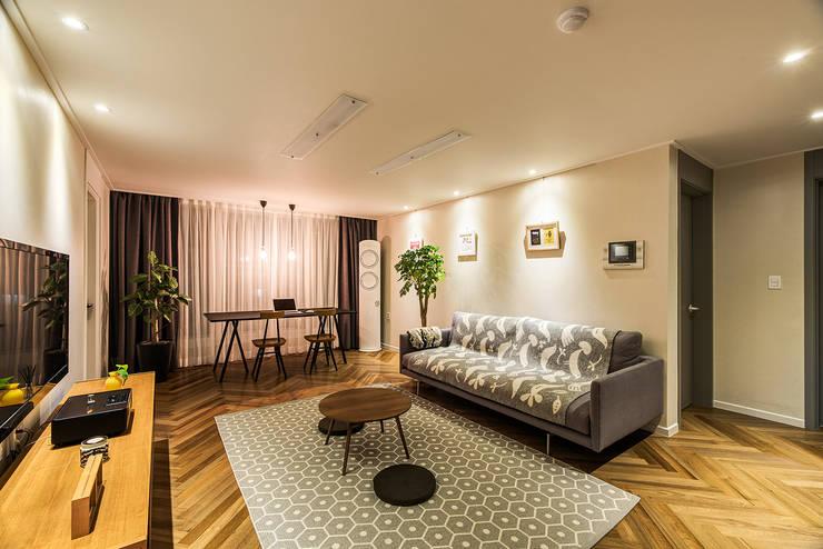 용인시 수지구 죽전동 성현마을 광명샤인빌아파트 (24평형): 아르떼 인테리어 디자인의  거실