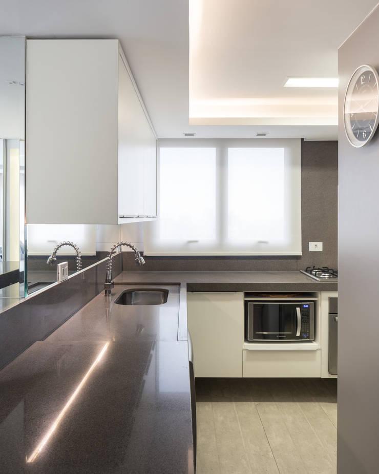 APARTAMENTO BAIRRO PETRÓPOLIS 1 Cozinhas modernas por DUDALOSS ARQUITETURA E DESIGN Moderno