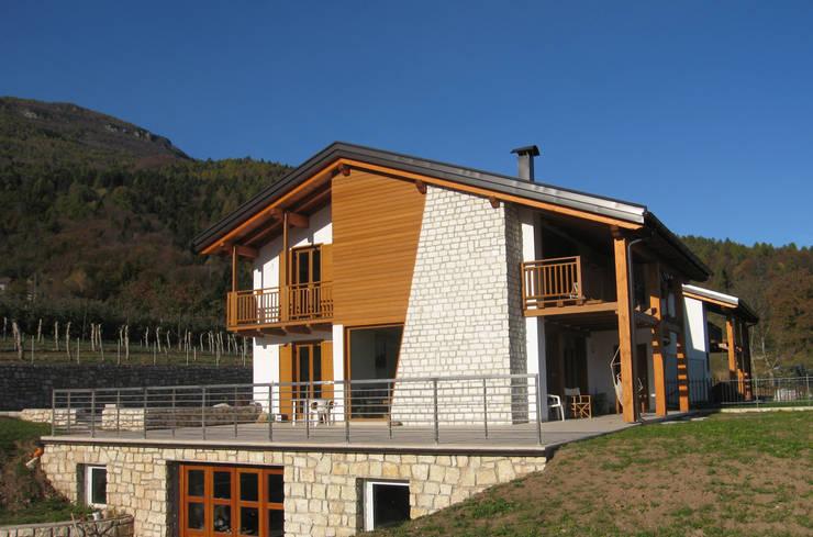 Rumah oleh STUDIO ABACUS di BOTTEON arch. PIER PAOLO, Country