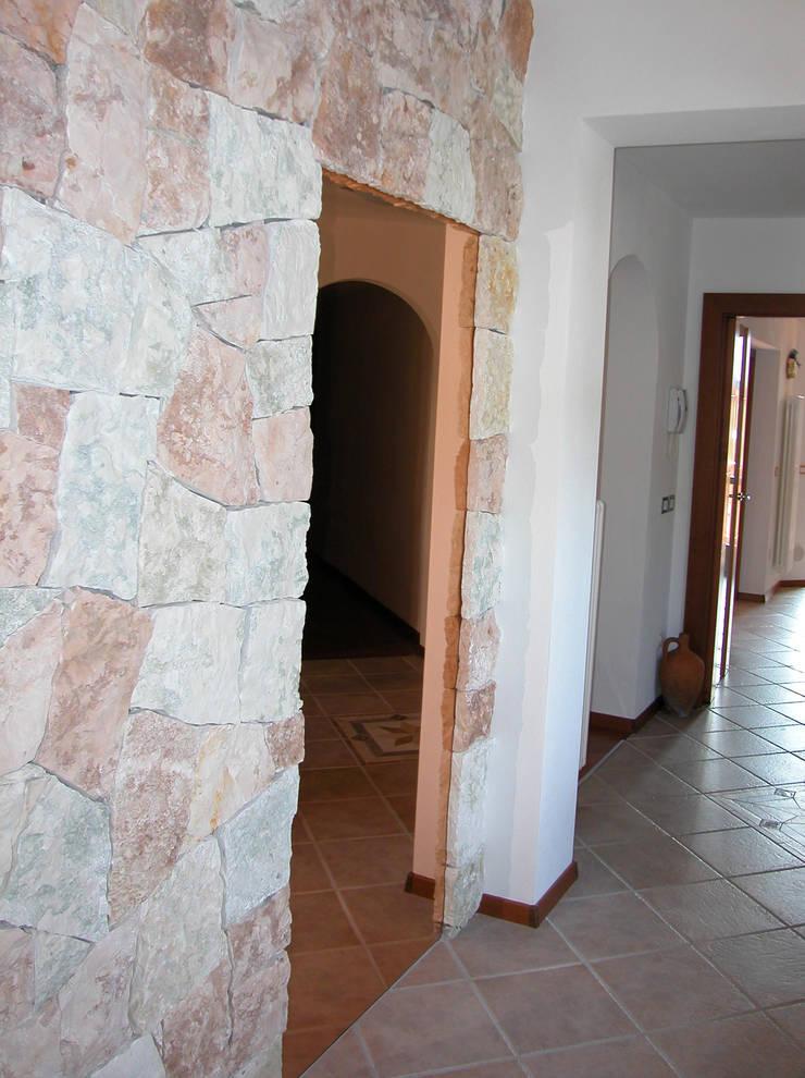 Koridor dan lorong oleh STUDIO ABACUS di BOTTEON arch. PIER PAOLO, Country