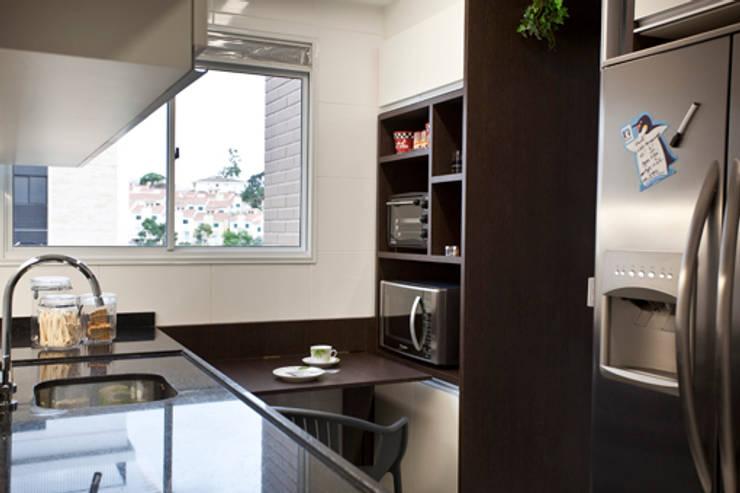 Apartamento Butantã: Cozinhas  por Samy & Ricky Arquitetura
