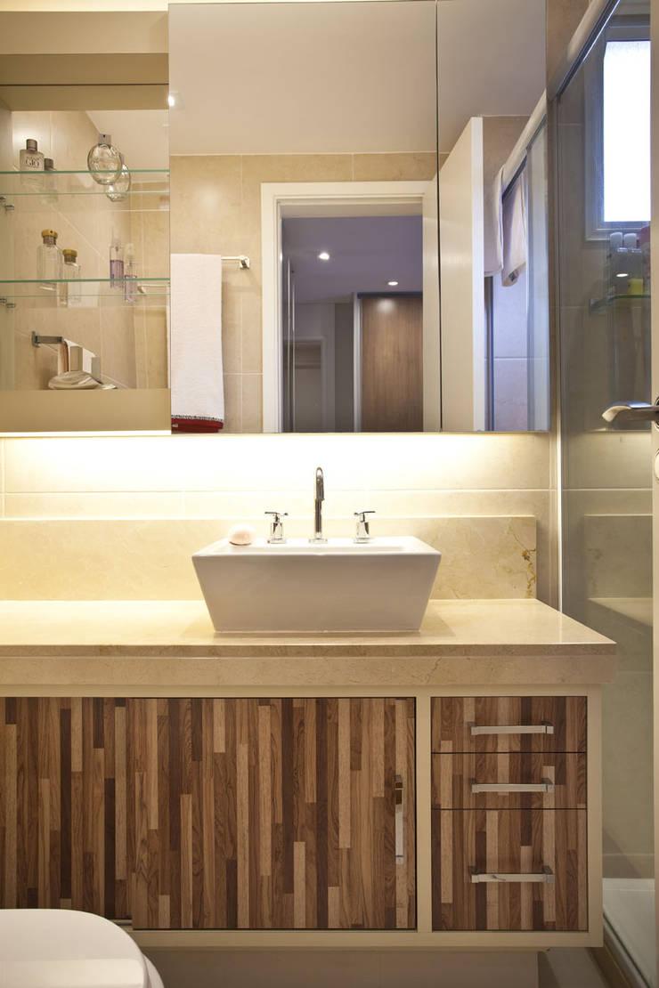 Apartamento Butantã: Banheiros  por Samy & Ricky Arquitetura