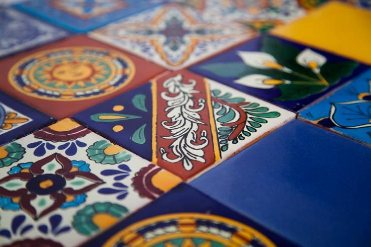 Meksykańskie płytki ręcznie malowane wielokolorowe: styl , w kategorii  zaprojektowany przez Kolory Meksyku,Egzotyczny Ceramika